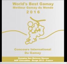 La 6ème édition du Concours International du Gamay organisée par Armonia avec le soutien d'Inter Beaujolais s'est déroulée le 16 janvier dernier à la Cité Internationale de Lyon. 134 dégustateurs (oenologues, sommeliers, metteurs en marché, journalistes et amateurs avertis) ont élu les meilleurs Gamays élaborés par les producteurs du monde entier. Sur les 559 cuvées* dégustées, 165 vins ont été récompensés (74 Médailles d'Or et 91 Médailles d'Argent).Le Trophée du Meilleur Gamay a été décerné au Chiroubles 2015 du Domaine des Maisons Neuves.« Ce Trophée récompense tout le travail mené ces dix dernières années pour monter en gamme : évolution du système cultural, investissements en terme de vinification. Nous sommes très heureux pour nos équipes et pour le vignoble du Beaujolais que nous représentons. Nous savons aussi à quel point ce Trophée est important pour l'essor commercial de notre domaine. » Emmanuel et Dominique Jambon Les Gamays du Beaujolais sur le podiumUne nouvelle fois, les vins du Beaujolais, vignoble reconnu pour être le berceau du Gamay, se sont distingués avec 142 médaillés. Des Gamays étrangers ont également été mis à l'honneur, notamment les vins suisses primés à sept reprises. D'autres cuvées récompensées viennent entreautre de Bourgogne, du Val de Loire, de la Vallée du Rhône ou encore des USA. A noter que des effervescents ont également été primés.Une belle réussite pour ce concours qui a pour but de faire découvrir aux producteurs, aux prescripteurs et aux amateurs, la diversité et les atouts du Gamay et d'en faire sa promotion. 86 cuvées de plus que la dernière édition ont été présentées. Le concours a permis de dévoiler toutes les nuances qu'offre ce cépage : un vin fruité doté d'une belle complexité ainsi que d'une réelle aptitude de garde.Retrouvez le palmarès complet des médailles ici : http://www.concoursgamay.com/resultats.php * Rouges, rosés et effervescents